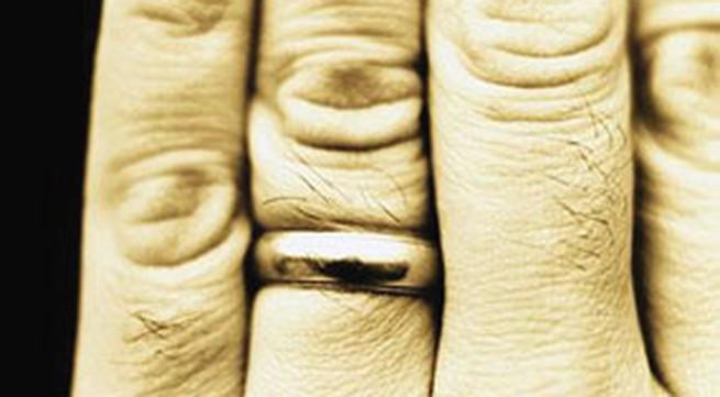 Ngón tay đeo nhẫn dài sẽ thành đạt hơn