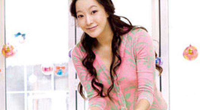 Kim Hee Sun sinh con gái