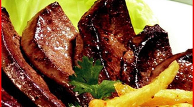 Món ngon: Gan lợn áp chảo-khoai tây rán