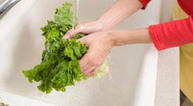 Cách rửa sạch rau sống