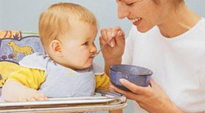 Cho bé ăn sữa chua, váng sữa: Ăn bao nhiêu là đủ?