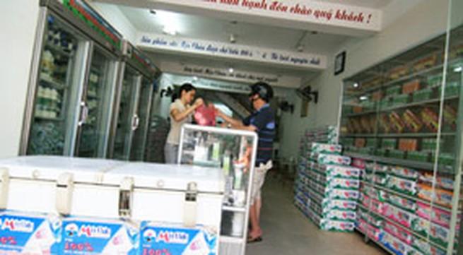 """Sữa tươi Mộc Châu tại Hà Nội: Vì sao ghi """"lùi"""" ngày sản xuất?"""