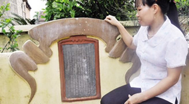 Bia hậu bằng đồng trắng duy nhất Việt Nam