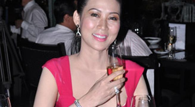 Diễn viên Diễm Hương lộng lẫy trong đêm Dạ tiệc