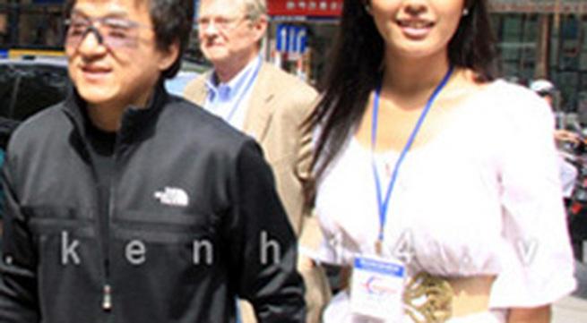 Mai Phương Thúy bất ngờ xuất hiện cùng Thành Long tại Hà Nội