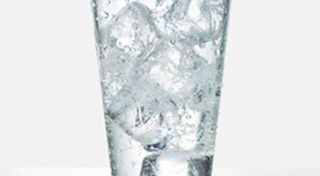 Nước đá độc hại như thế nào?