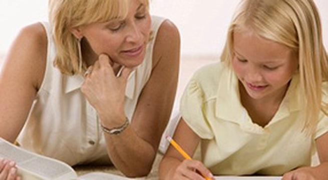 """Dạy con học tại nhà: """"Cuộc chiến"""" căng thẳng"""