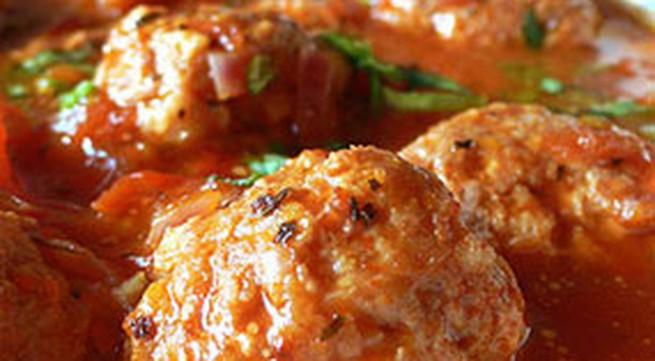 Thực đơn bữa trưa: Thịt viên xốt cà chua