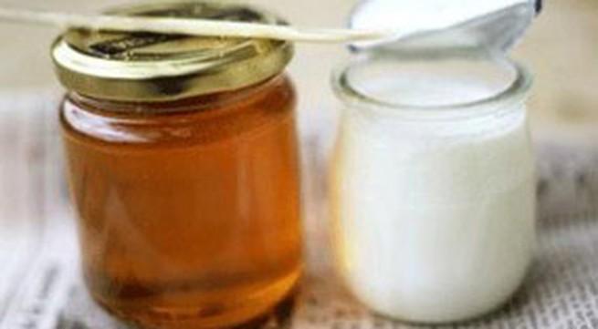 Làm mịn da với sữa chua và mật ong