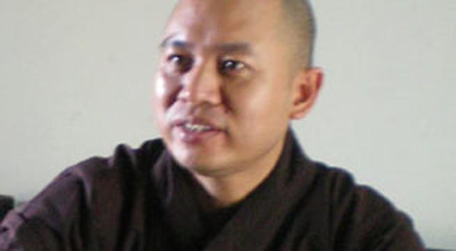 Sư thầy từ tâm ở chùa Phật Tích