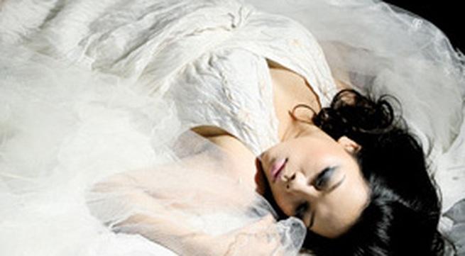 """Ca sĩ Hà Linh: Tôi bị """"tố cáo"""" bởi ngoại hình bốc lửa"""