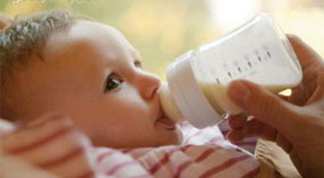 Mẹo chọn bình sữa cho trẻ an toàn và hợp vệ sinh