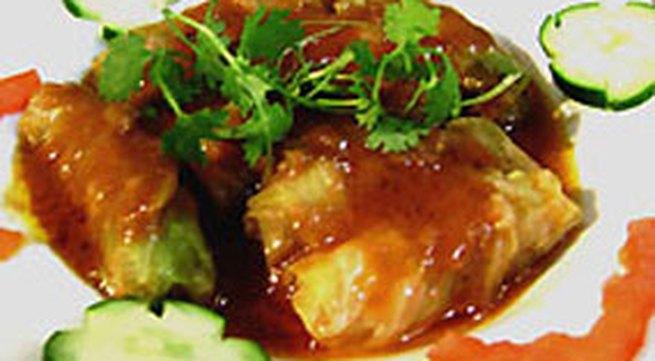 Món ngon hàng ngày: Bắp cải cuốn thịt xốt cà chua