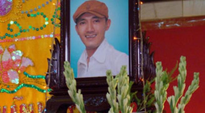 Những giọt nước mắt trong đám tang nghệ sĩ Hữu Lộc
