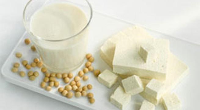 Có nên cho bé trai uống nhiều sữa đậu nành?