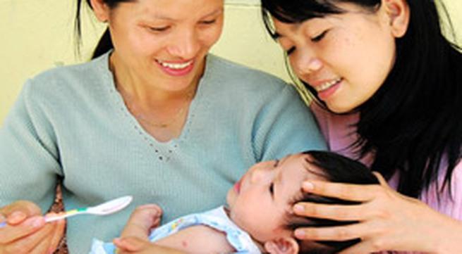 """Bí quyết cai sữa cho bé (2): Cẩn thận với """"mẹo vặt"""" dân gian"""