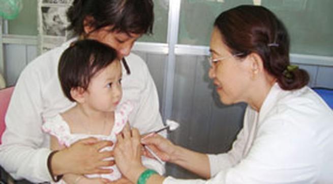 Có nên dùng thuốc hạ sốt cho trẻ sau khi tiêm phòng?