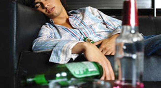 Con ế chồng vì cha nghiện rượu