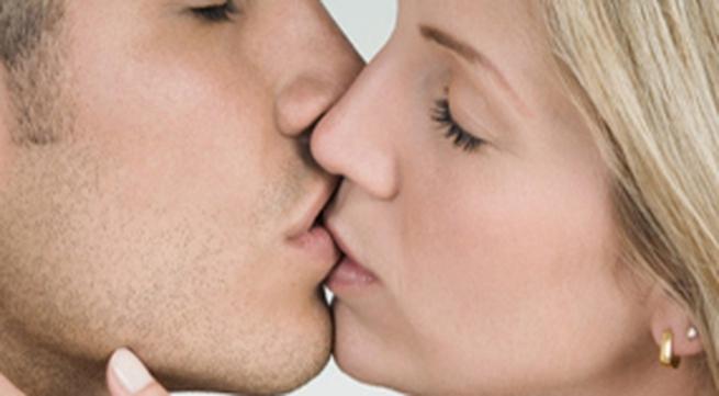 """10 dấu hiệu bạn là một người hôn cực """"đỉnh"""""""