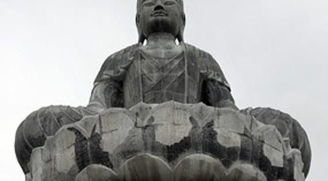 Tượng Phật đá lớn nhất Đông Nam Á ở chùa Phật Tích