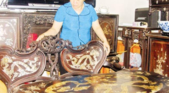 """Bộ bàn ghế cổ thế """"độc"""": Trăm năm vẫn thoảng mùi thơm"""
