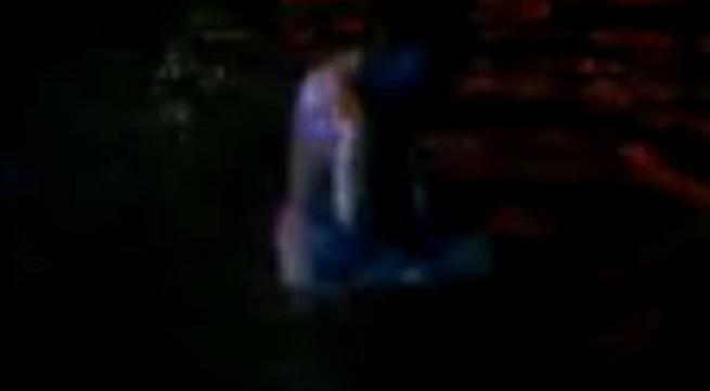 """Thiếu nữ """"tắm tiên"""" ở Hồ Gươm"""