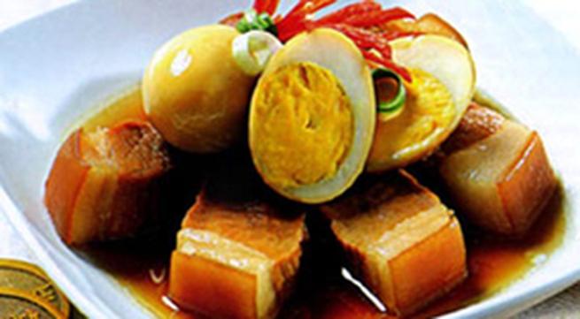 Thịt kho tàu với trứng