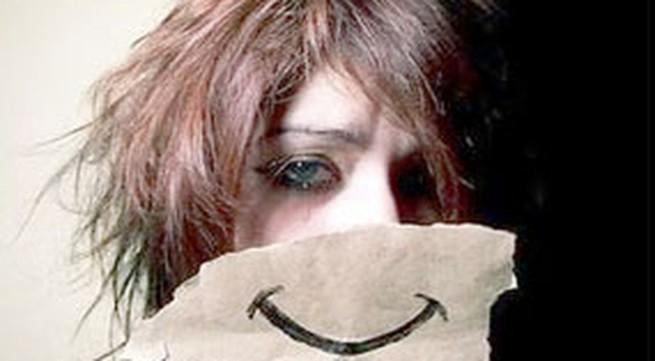 Nụ cười giả tạo ảnh hưởng sức khỏe?