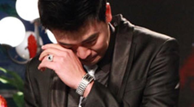 Lại Văn Sâm làm MC Tuấn Tú... khóc?