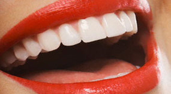 Vì sao chảy máu chân răng?