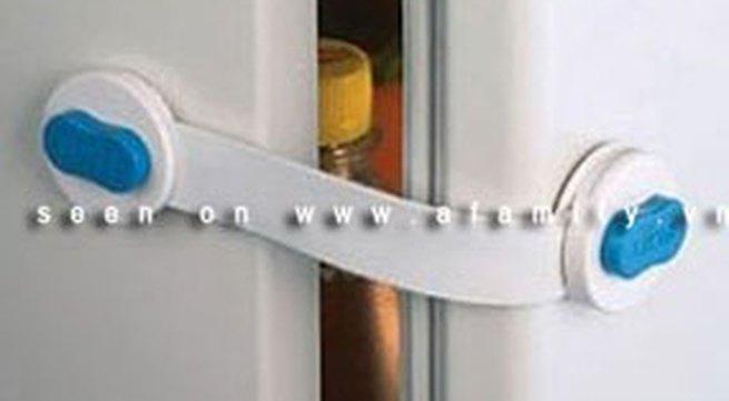 Khóa tủ lạnh an toàn cho nhà có trẻ