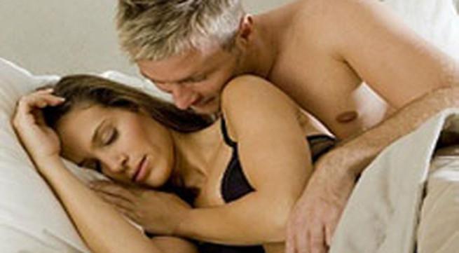 Vì sao nữ thường đau bụng dưới khi yêu?