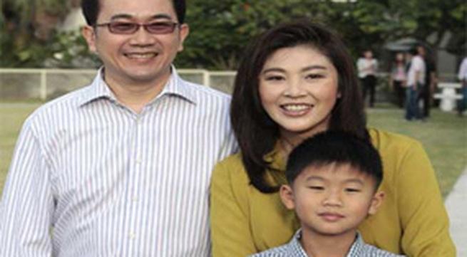 Nữ Thủ tướng Thái xinh đẹp bên chồng con