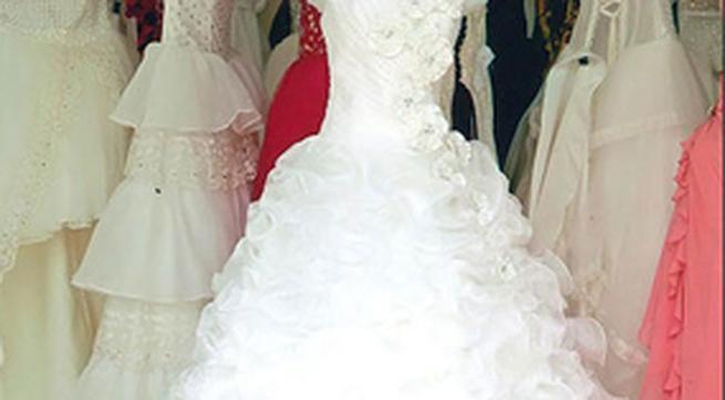 Chọn váy cưới vừa rẻ vừa đẹp