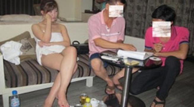 """Bắt """"gái nhảy Sài Gòn"""" bán dâm tại Hà Nội"""