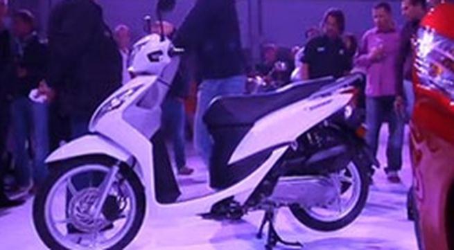 Xe tay ga mới Honda Vision 50 giá 2000 USD