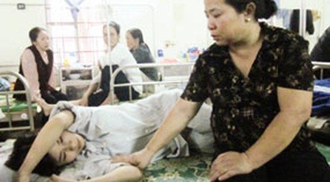"""Vĩnh Phúc: Con rể bắt mẹ vợ quỳ, xem clip """"ân ái"""" của mình với bồ"""