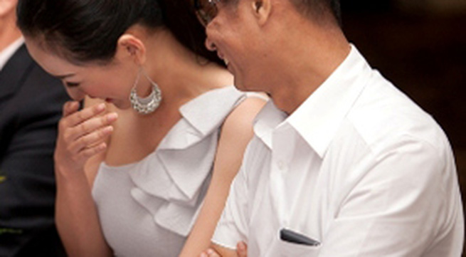 Mai Phương Thúy làm duyên với đạo diễn Lê Hoàng