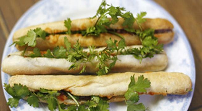 Bánh mì cay Hải Phòng ngon ở Hà Nội