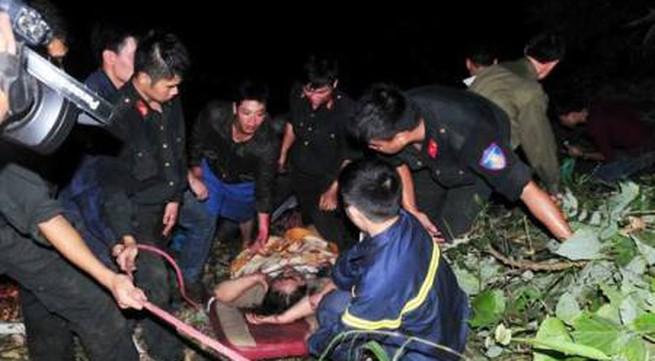 Trắng đêm cứu người bị nạn trong vụ tai nạn xe giường nằm thảm khốc ở Lào Cai