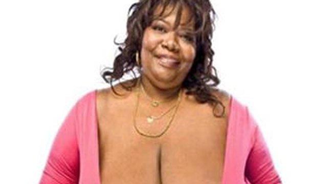 """Người phụ nữ có bộ ngực tự nhiên """"khủng"""" nhất thế giới"""