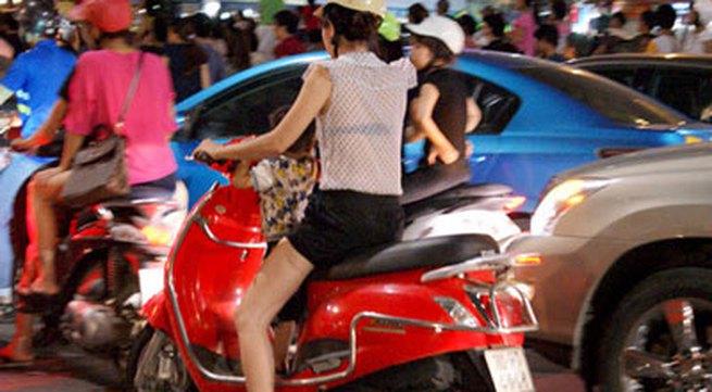 Nóng, con gái Hà Nội mặc xuyên thấu về đêm