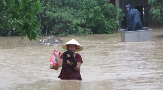 Hàng ngàn người dân Nghệ An đang cầu cứu từ vùng tâm lũ