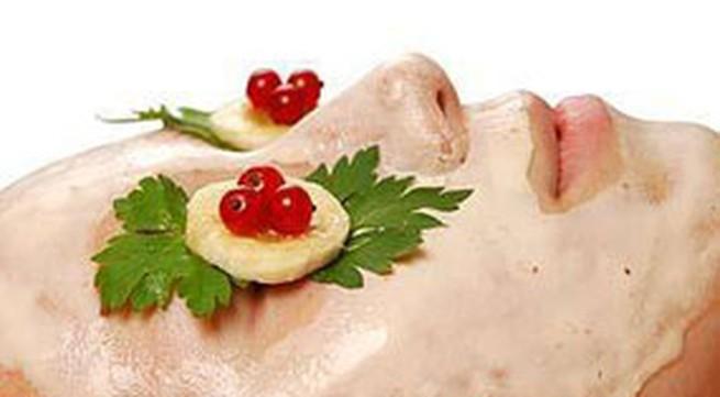 Đắp mặt nạ khoai tây để da căng mịn đón Tết