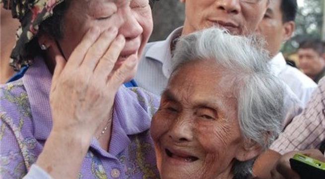 Cụ 110 tuổi vào viếng Đại tướng khiến nhiều người rơi lệ