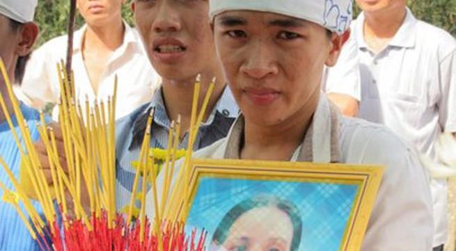 Người mẹ nghèo tự tử cho con đi học gây chấn động