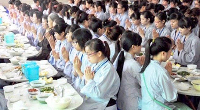 Lên chùa ăn chay mùa Vu lan