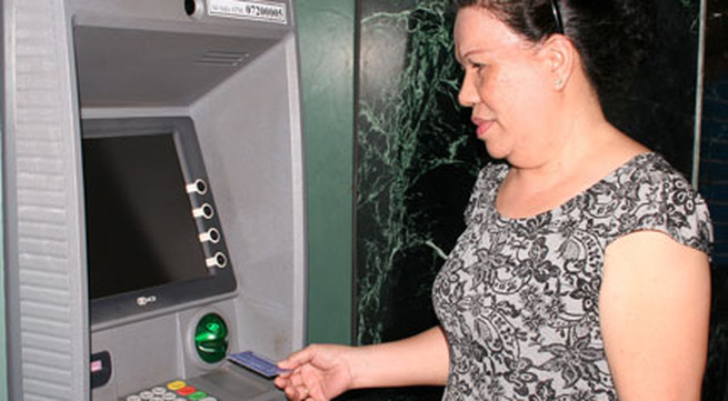 Vì sao TPHCM không muốn trả lương hưu qua bưu điện?