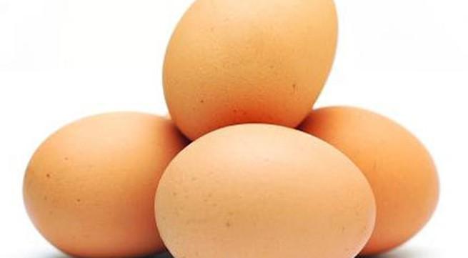 Người già một tuần ăn mấy quả trứng?