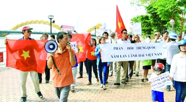 Trung Quốc hạ đặt giàn khoan trái phép: Chính nghĩa trong tay Việt Nam
